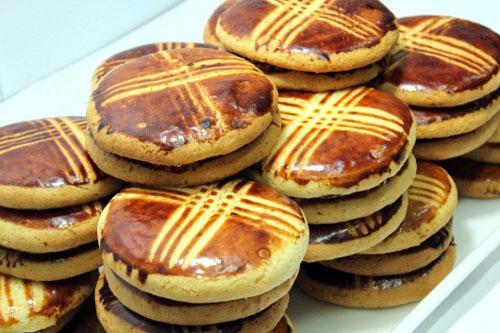 نان اهری و زعفران دم شده
