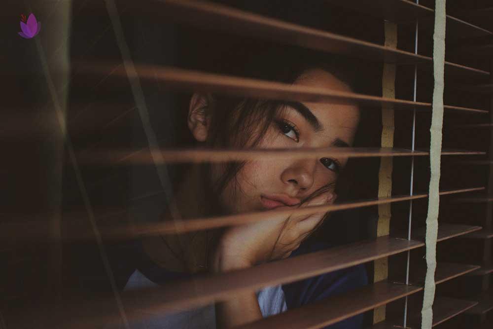 خواص زعفران برای زنان در دورانی که احساس افسردگی میکنند